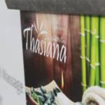 Thasiana Gebäude außen Tafel